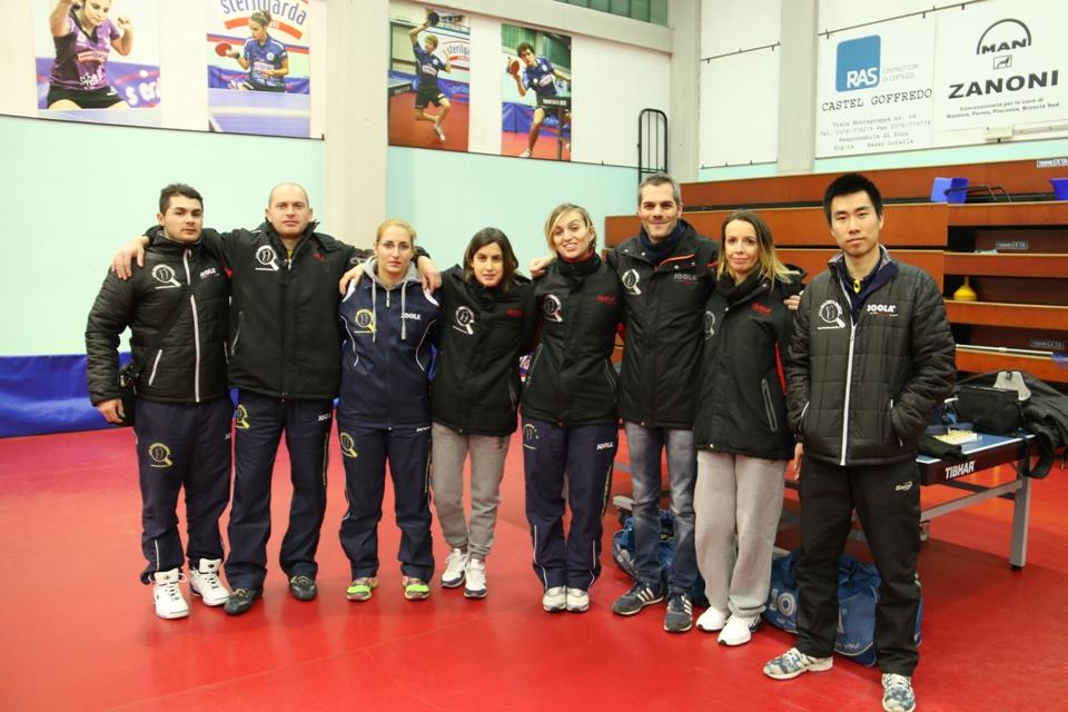 La bella famiglia del Tennistavolo Norbello (Foto Gianluca Piu)