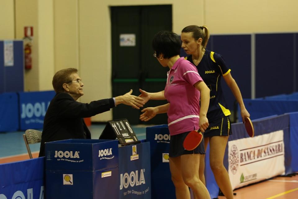 La zeusina Wei Jian ha appena battuto l'allenatore giocatore del Norbello Marialucia Di Meo (Foto Gianluca Piu)