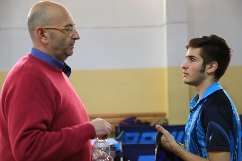 a sx il tecnico della Muraverese Sandro Poma alle prese con Michele BUccoli (Foto Tomaso Fenu)