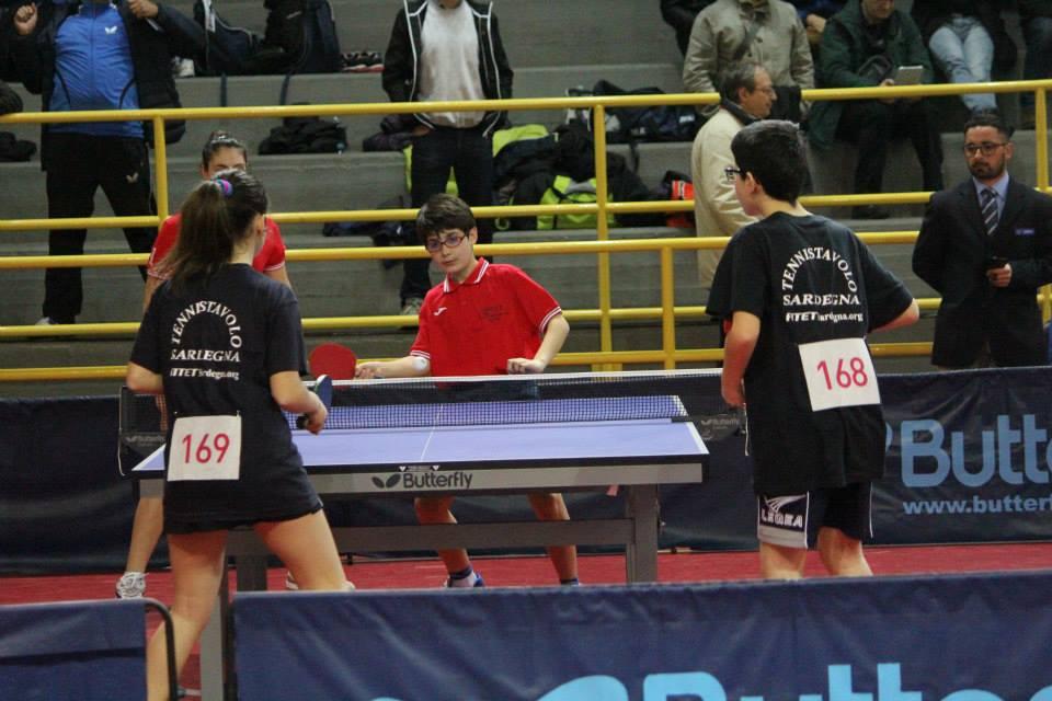Di spalle Aurora Piras e Marco Poma impegnati nel doppio (Foto Francesco Marangio)