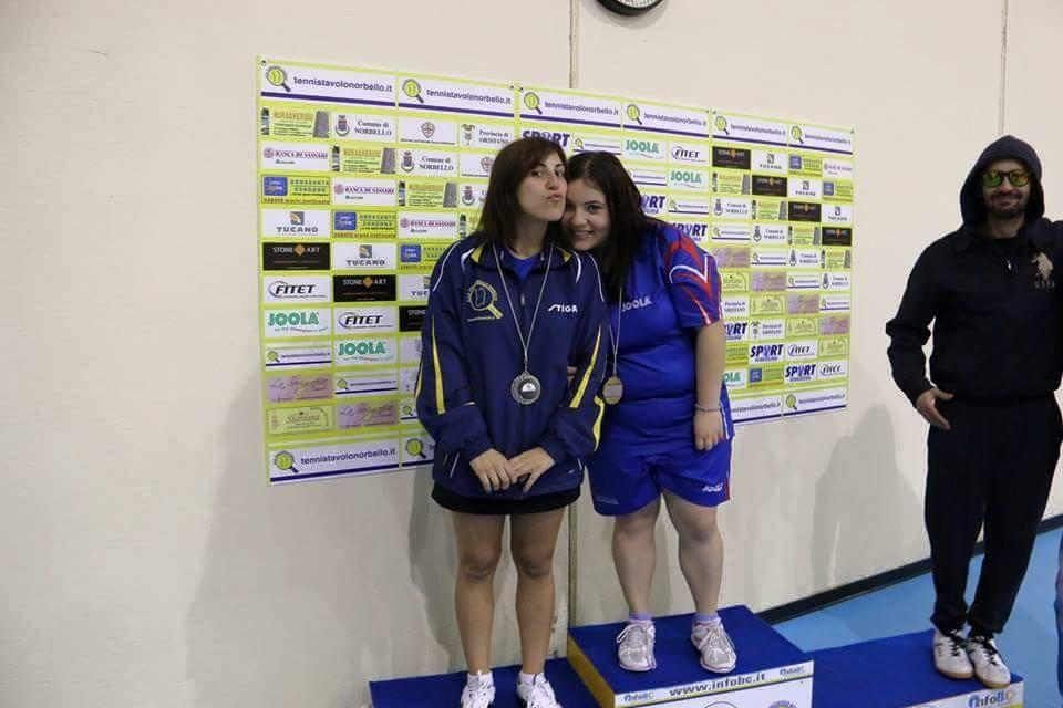 a dx Silvia Deligia sul podio più alto con Eleonora Trudu (Foto Gianluca Piu)