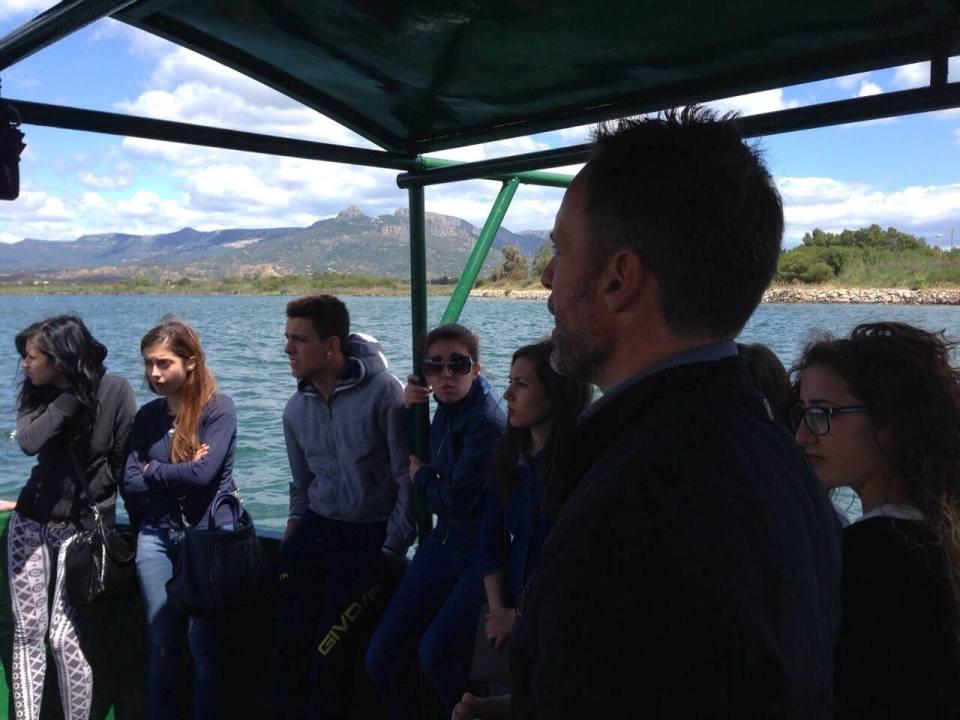 Il presidente del Gac SO Fabrizio Selenu svela agli studenti i segreti della laguna di Tortolì