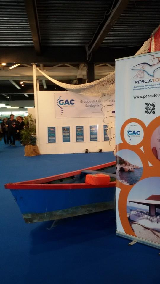 L'imbarcazione lagunare messa a disposizione dall'Associazione Armatori  Motopescherecci Sardi (Foto Gianna Saba)