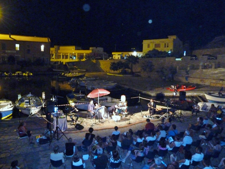 Visione dall'alto dello spettacolo ad Arbatax (Foto Gianna Saba)