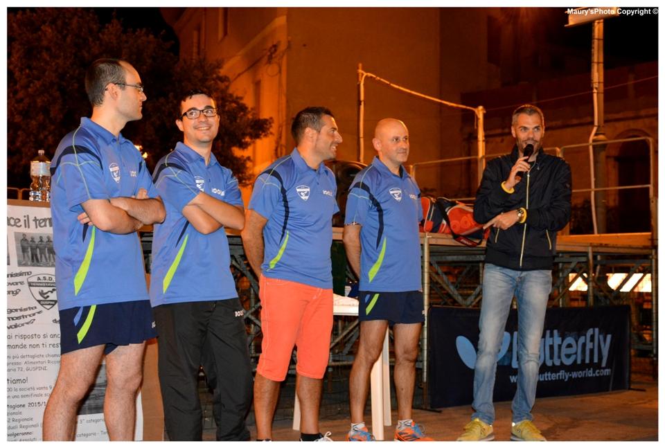 Simone Carrucciu presenta il poker della B2 guspinese (Foto Maurizio Peis)