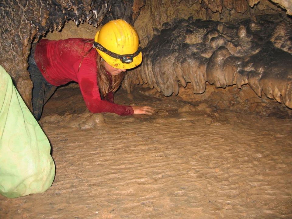 Escursione all'interno della grotta di Gana 'e Gortoe