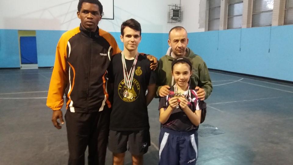 Tante medaglie a sassari per Francesco Ara e Rossana ferciug , complimentati dall'allenatore nigeriano e dal presidente Francesco Zentile