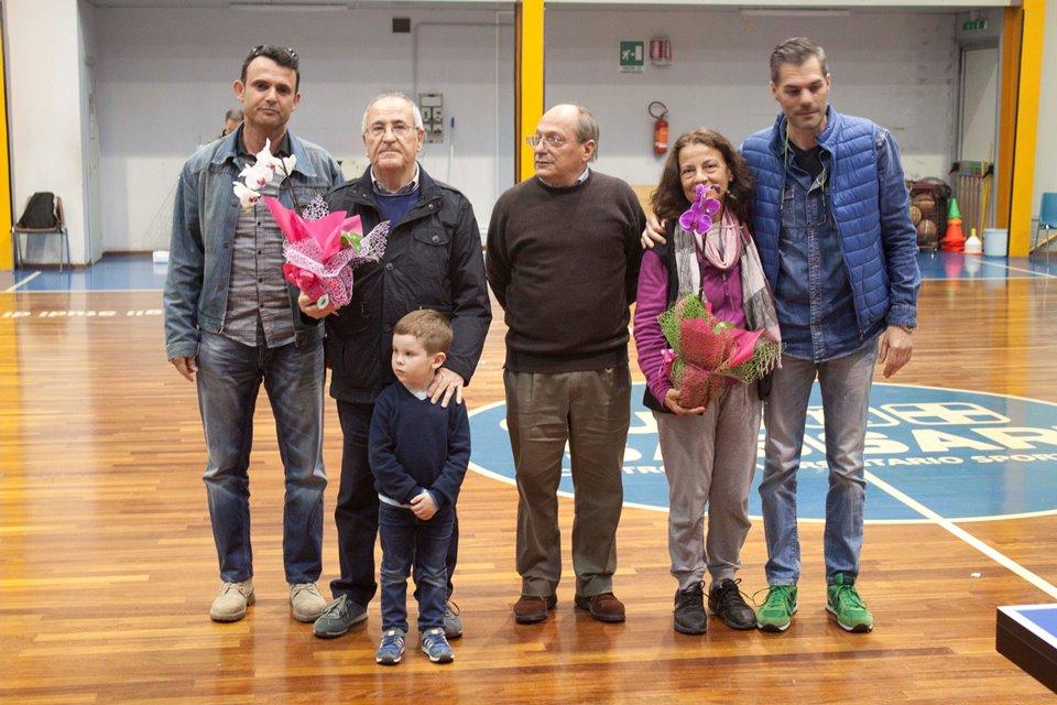 a dx il presidente Carrucciu con i familiari di Stefano Ganau e Sergio Visioli , e i consiglieri regionali Sergio Ticca e Gian Luca Mattana (Foto Andrea Zuccato)