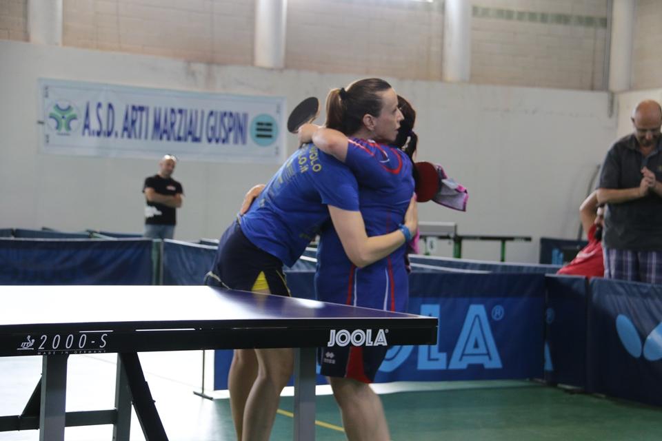L'abbraccio dopo la finale tra Di Meo e Deligia (Foto Gianluca Piu)